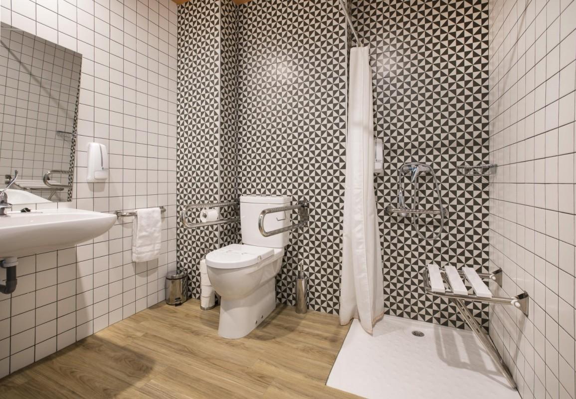 Estudio de 40 metros cuadrados localizado junto a la Plaza Mayor y totalmente adaptado para personas con movilidad reducida o usuarios de silla de ruedas.