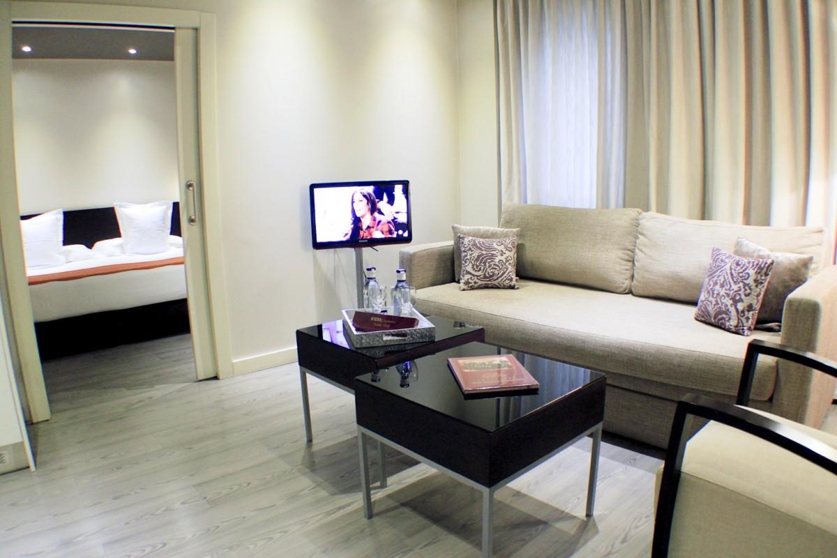 Acogedor apartamento adaptado familiar con capacidad para 4 personas, situado en elcentro de Madrid, a pocos metros de la Plaza de España.