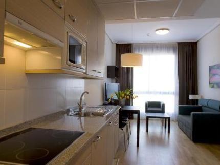 alquiler apartamento vacacional accesible adaptado para usuarios de sillas de ruedas - Madrid zona Barajas- capacidad 2 personas