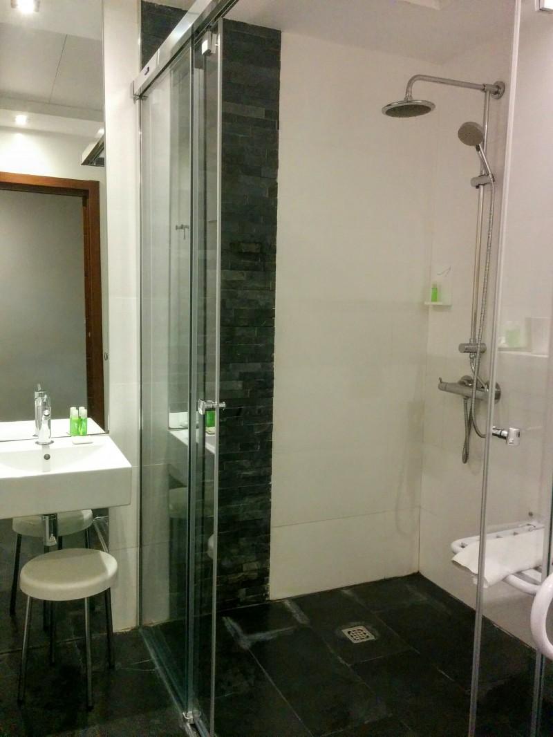 Suite de 30 m2 situada en pleno corazón de Madrid junto a la Plaza de España