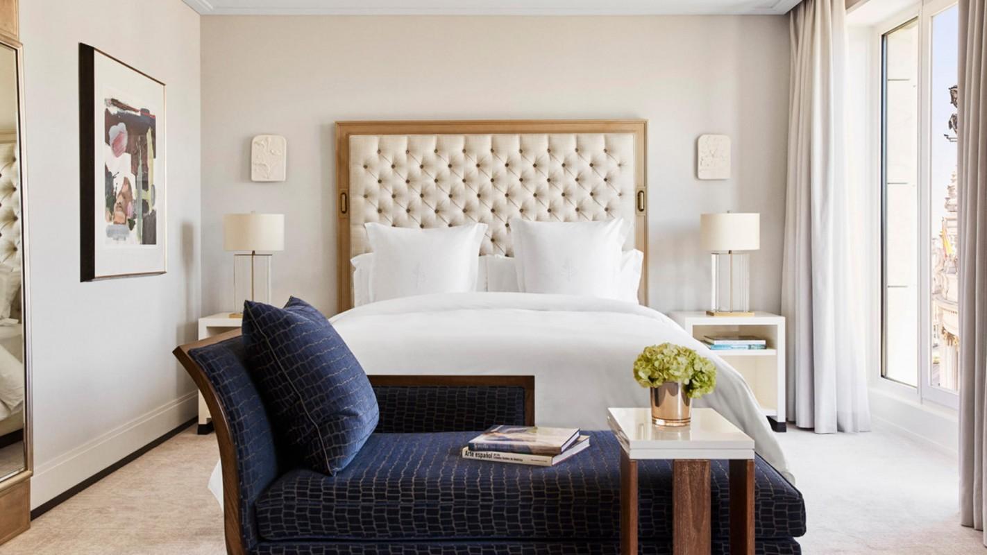 Bedroom Four Seasons Hotel Madrid