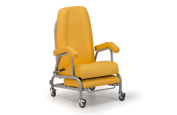Deba recliner with wheels