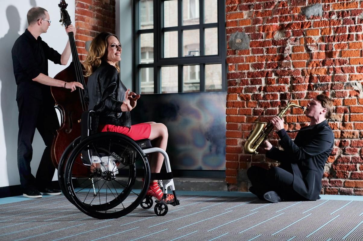 Quickie Xenon 2 lightweight manual active wheelchair