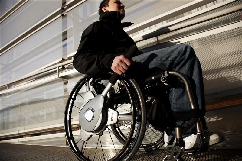 NuDrive Air Autopropulsión instantánea para sillas de ruedas